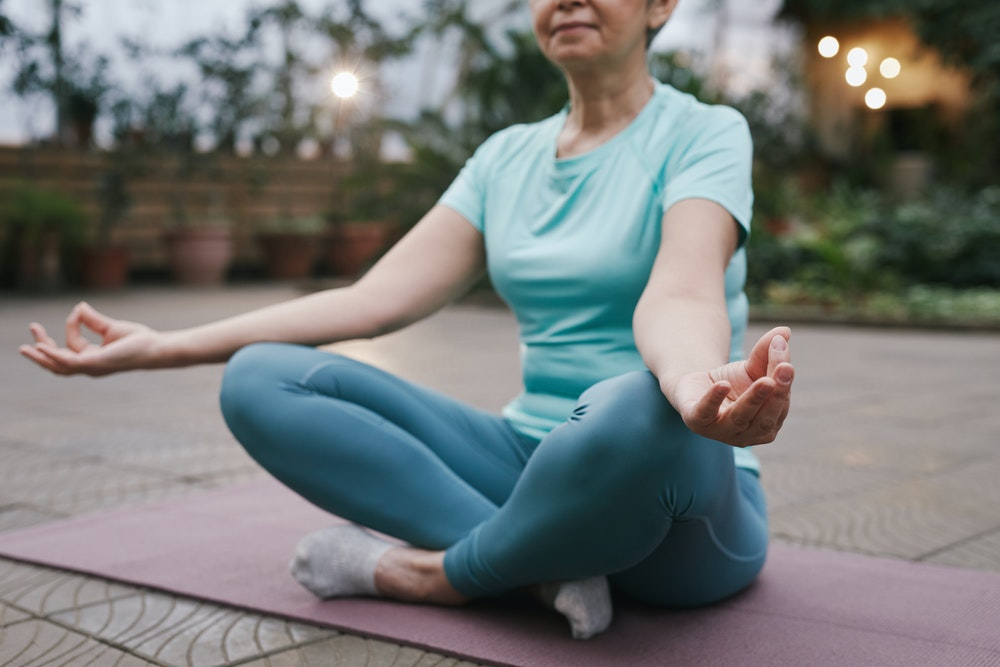 Kurangi Stres Kerja dengan Melakukan 3 Langkah Meditasi Ini