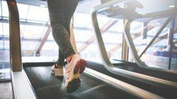 Beda waktu olahraga, beda pula manfaat yang didapat. Perbedaan manfaat olahraga pagi dan sore hari bisa dijadikan pertimbangan untuk memilih waktu yang tepat.