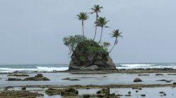 Di Indonesia, pemukiman Bikini Bottom yang dihuni SpongeBob SquarePants dan kawan-kawannya bisa dilihat di Kabupaten Simeulue, Aceh.